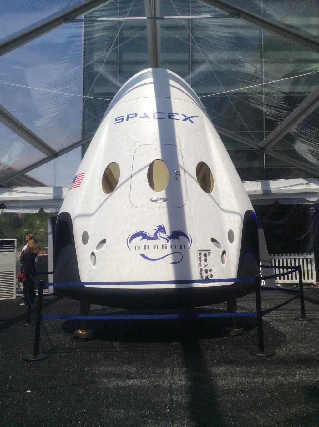 xb9cb5w - spacex's dragon. america's next generation spacecraft.