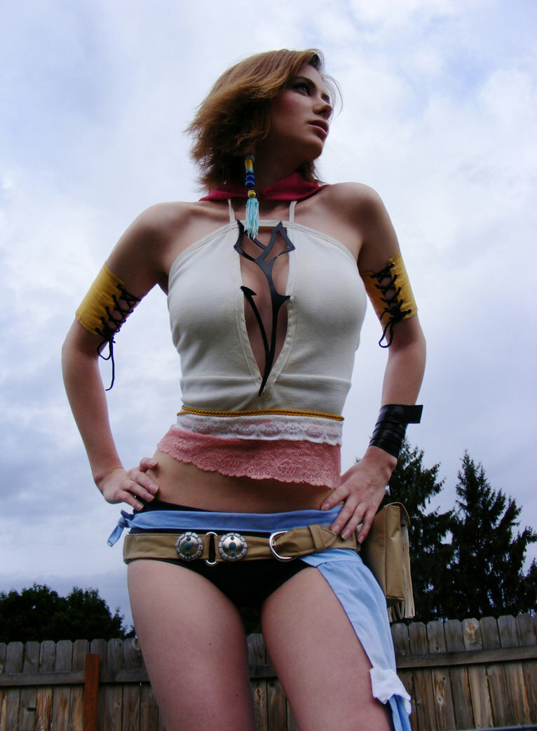 yuna from final fantasy cosplay